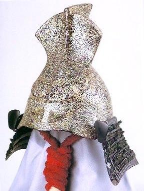 江戸時代の兜といわれる『螺鈿熨斗形兜(らでんのしなりかぶと)』