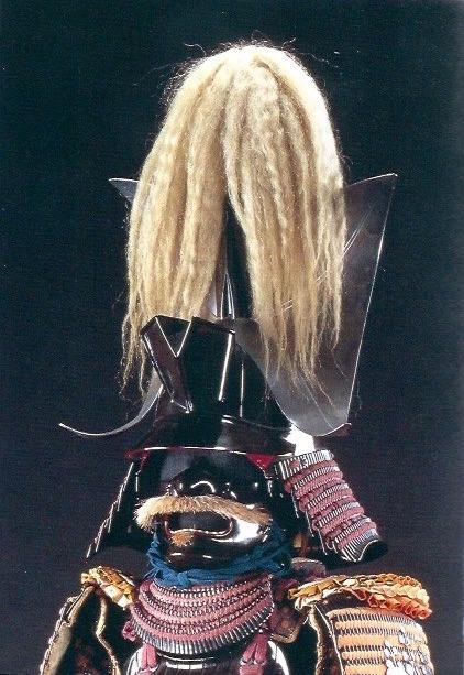 豊臣秀吉所用の兜『黒鉄地払子形後立兜(くろてつじほっすなりうしろだてかぶと)』