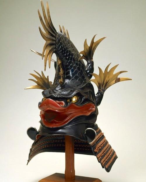 戦国時代の兜『黒漆塗鯱形兜(くろうるしぬりしゃちなりかぶと)』