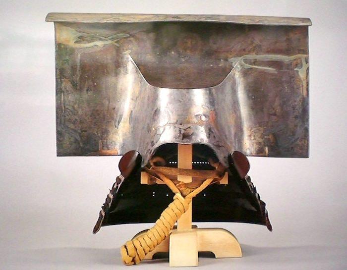 黒田家に伝わる『銀箔押一の谷形兜(ぎんぱくおしいちのたになりかぶと)』