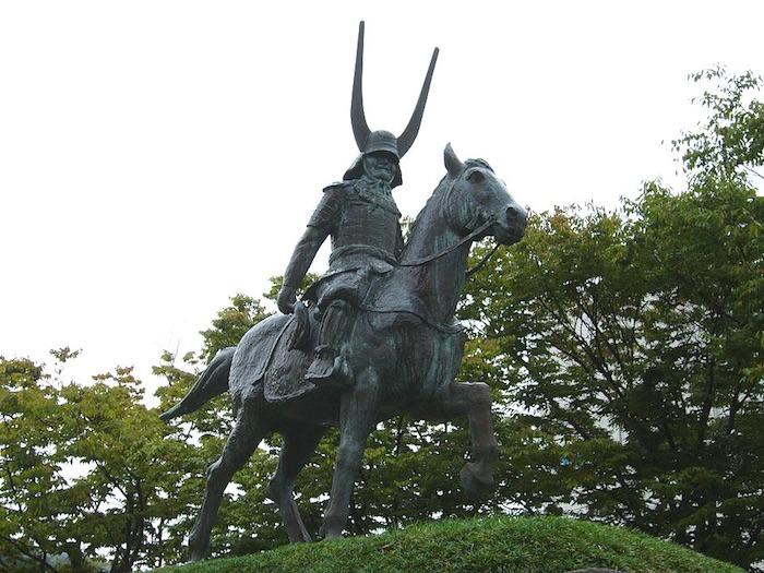 井伊直政の像(彦根駅前)