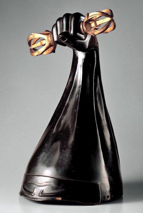 戦国時代の兜『黒漆塗執金剛杵形兜(くろうるしぬりしょこんごうしょなりかぶと)』