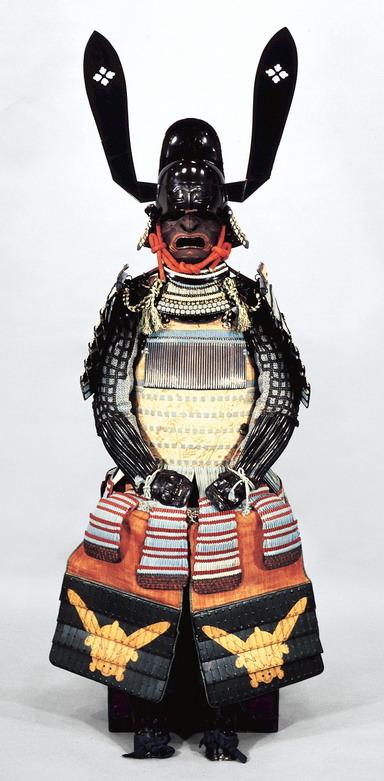脇坂安元所用の兜といわれる『黒漆塗唐冠形兜(くろうるしぬりとうかんなりかぶと)』