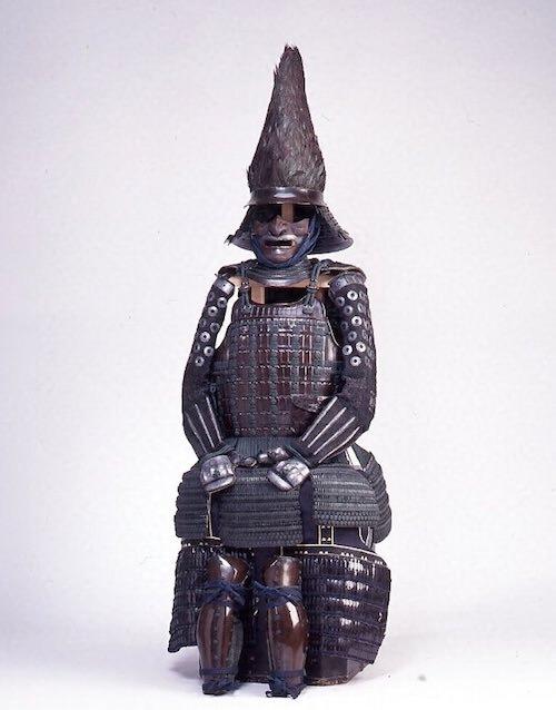 江戸時代の兜『紺糸威桶側二枚胴具足(こんいとおどしおけがわにまいどうぐそく)』