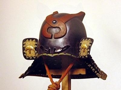 戦国・江戸時代の兜『銀溜塗釘抜形兜』