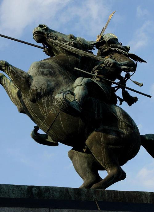 最上義光の銅像(山形城址 霞城公園)